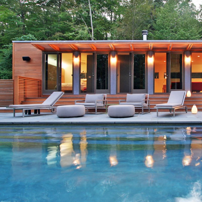 Construction D 39 Un Pool House Au Bord De La Piscine Mobilier D Coration Architecture C T