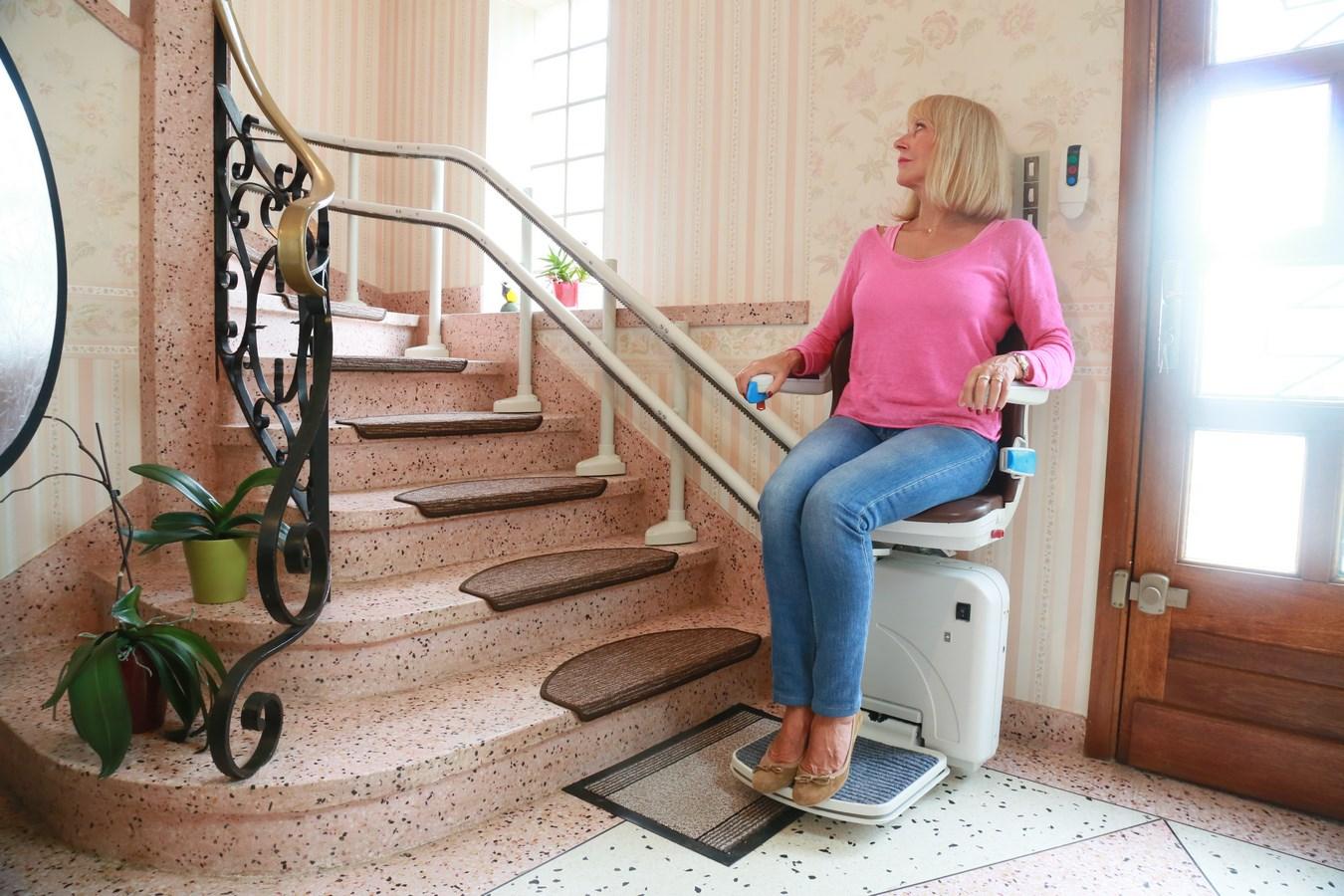 installation de si ges monte escaliers sur mesure en rh ne alpes mobilier d coration. Black Bedroom Furniture Sets. Home Design Ideas