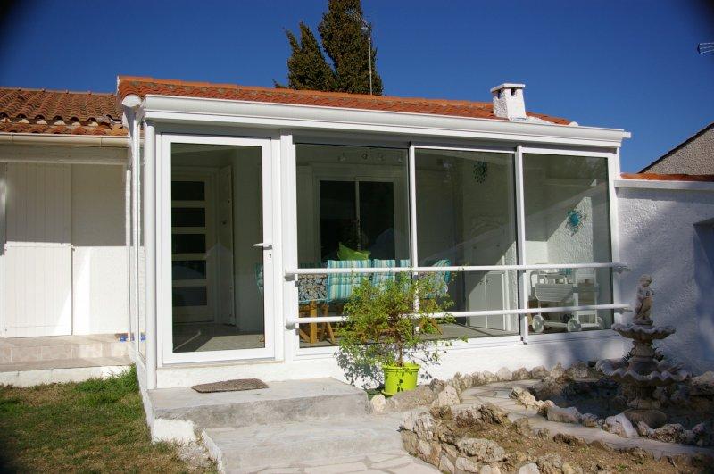 installation d 39 une veranda technal a 34130 mauguio en prolongement d 39 un auvent mobilier. Black Bedroom Furniture Sets. Home Design Ideas
