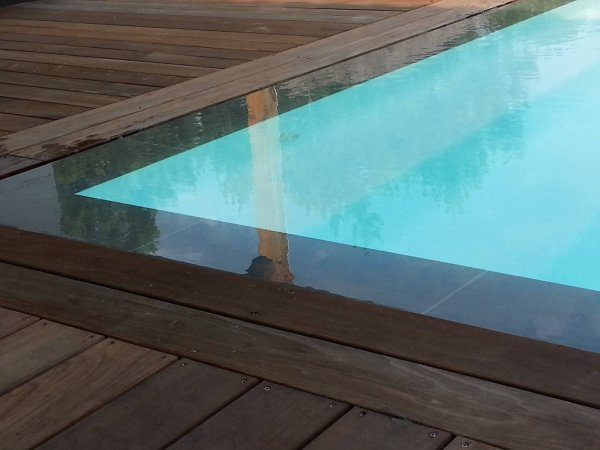 Construction d 39 une piscine miroir mobilier d coration for Securite piscine miroir