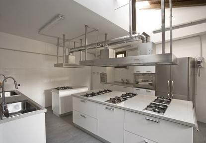 installateur de cuisine professionnelle toulon mobilier d coration architecture c t. Black Bedroom Furniture Sets. Home Design Ideas