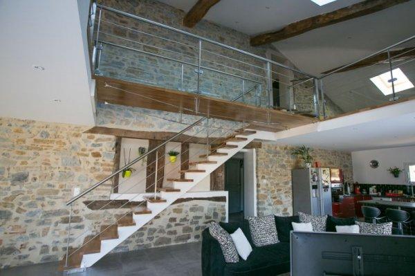 Fabrication vente travaux mobilier d coration architecture c t ten - Escalier electrique interieur ...