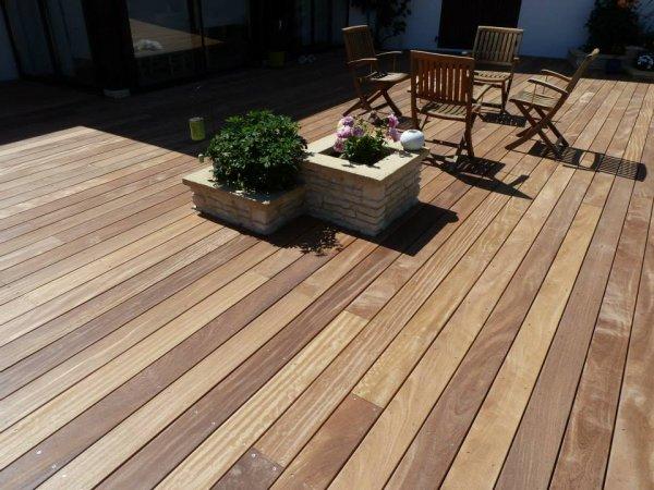 cr er une terrasse en bois. Black Bedroom Furniture Sets. Home Design Ideas