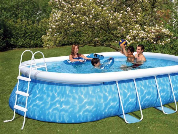 Pourquoi installer une piscine gonflable mobilier for Piscine carree miroir